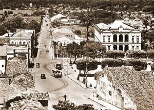 Bondes na Praça dos Martírios em direção a Bebedouro