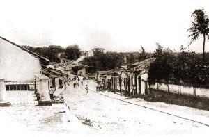 Rua Benedito Silva e a igrejinha do Flechal de Cima em 1930