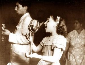 Odete Pacheco comanda um programa de auditório na Rádio Difusora
