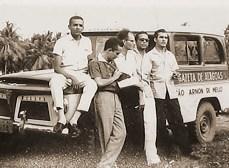 A famosa Rural da Gazeta e um grupo de radialistas