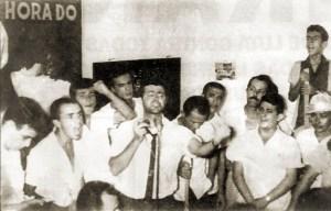 Nilson Miranda discursa em ato de apoio as reformas de bases realizado em Maceió, no dia 29 de março de 1964, na sede do Sindicato do Petróleo
