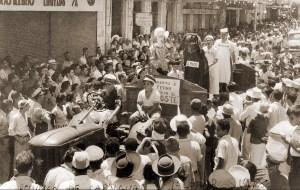 Corso no domingo de carnaval na Rua do Comércio em 1958