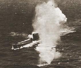 Submarino U-161 sendo bombardeado por avião Catalina