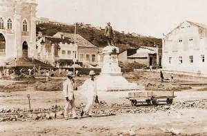 Obras de construção da Praça dos Martírios em 1908