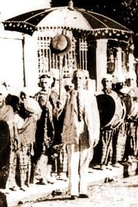 Grupo carnavalesco comandado pelo Major Bonifácio no início do século XX