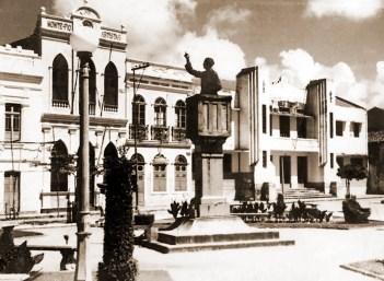 Praça do Montepio dos Artistas após a construção da Faculdade de Direito no início dos anos 30