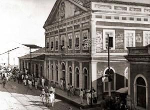 Rua Sá e Albuquerque antes da construção da Associação Comercial