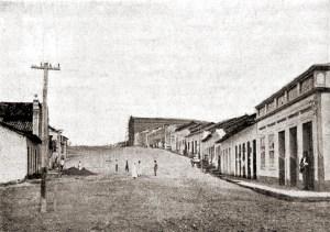 Rua Pedro Paulino em 1921 com antiga Matriz ainda em construção.