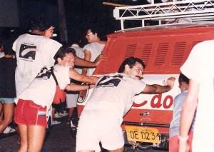 O carro de som Vermelhão, mesmo quebrado, garantiu música para o desfile de 7 de fevereiro de 1986