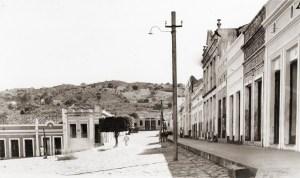 Praça Fernandes Lima e Rua Dr. Miguel Torres em Água Branca, no ano de 1949