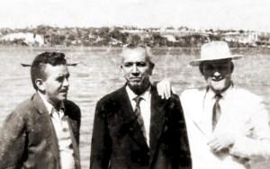 Paulo Mendes Rocha, Agostinho Dias de Oliveira, ex-deputado pernambucano e Mozart Damasceno no Bar das Ostras em Maceió no início da década de 1960
