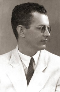 Ulysses Braga formou-se Bacharel pela Faculdade de Direito do Recife em 1935, quando trabalhou como jornalista no Diário de Pernambuco