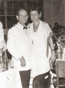 Com Carlos Moliterno em um carnaval do Clube Fênix dos anos 50. Foto acervo Carlos Alberto Moliterno
