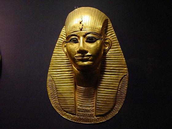 Imagen que muestra la máscara funeraria de Amenemope