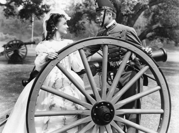 """Errol Flynn y Olivia de Havilland en """"Murieron con las botas puestas"""""""