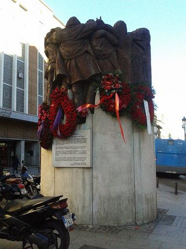 Monumento en la plaza madrileña de Antón Martín a los abogados asesinados en 1977