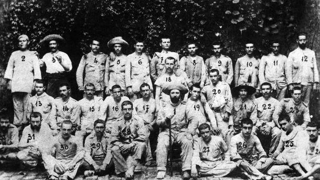 Fotografía de los verdaderos soldados españoles que se convirtieron en los últimos de Filipinas