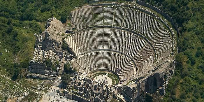 El gran Teatro de Éfeso visto desde el aire