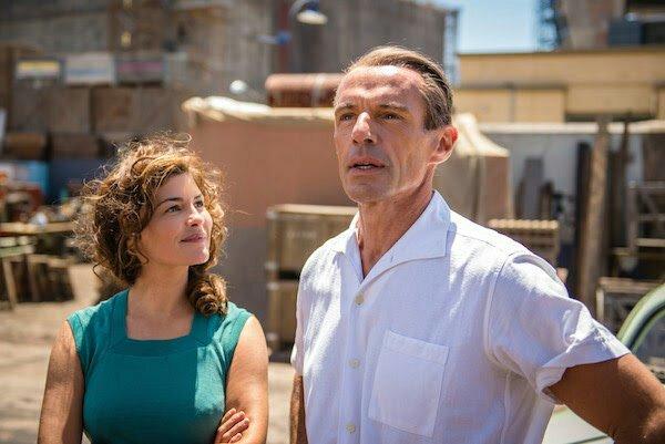 Audrey Tatou y Lambert Wilson caracterizados como Jacques Cousteau y su esposa