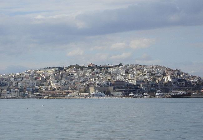 Vista de la colina de Muniquia en la actualidad, clave en la caída de los Treinta Tiranos