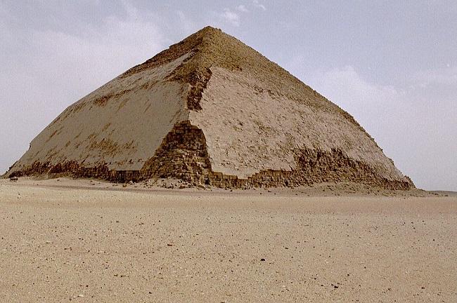 La pirámide Acodada