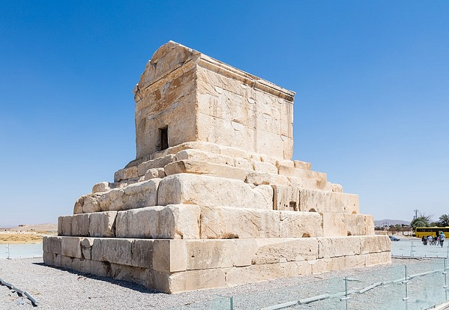 Tumba de Ciro II el Grande en Pasargada
