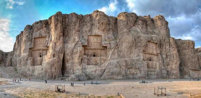 Vista general de la necrópolis de Naqsh-e Rustam.
