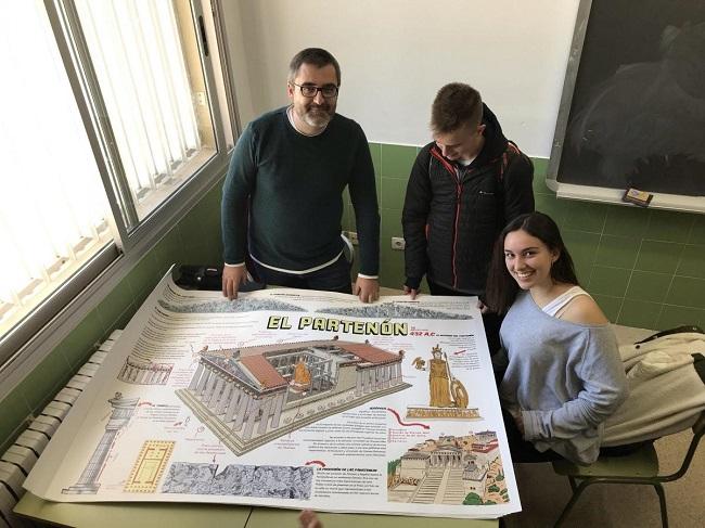 El profesor Pedro Cifuentes, junto a dos alumnos del IES Miquel Peris i Segarra