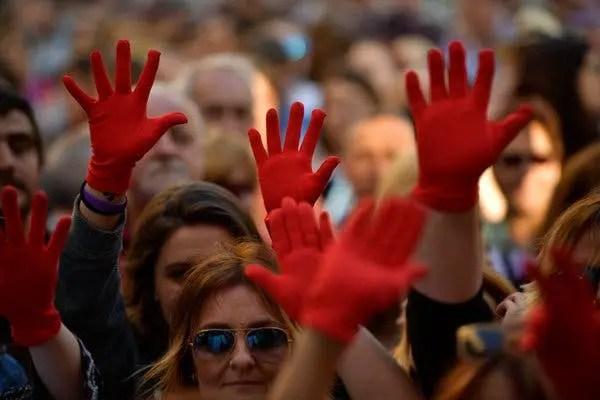 Në një vit pandemie dhe dhimbjeje, gratë luftojnë përsëri