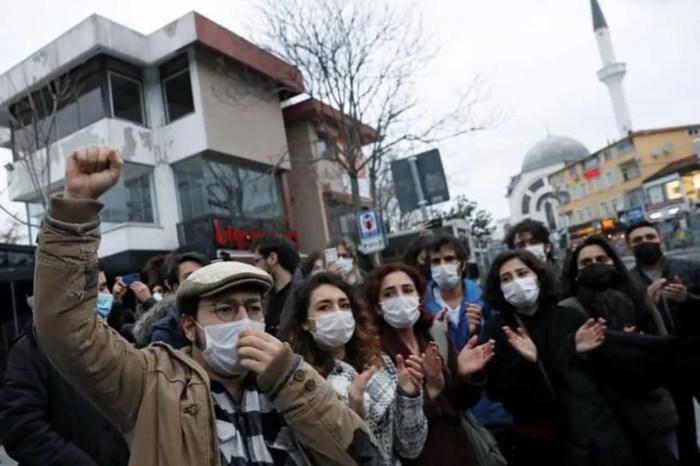 Studentët, Protesta të dhunshme në Turqi, kundër vendimeve të Erdogan!