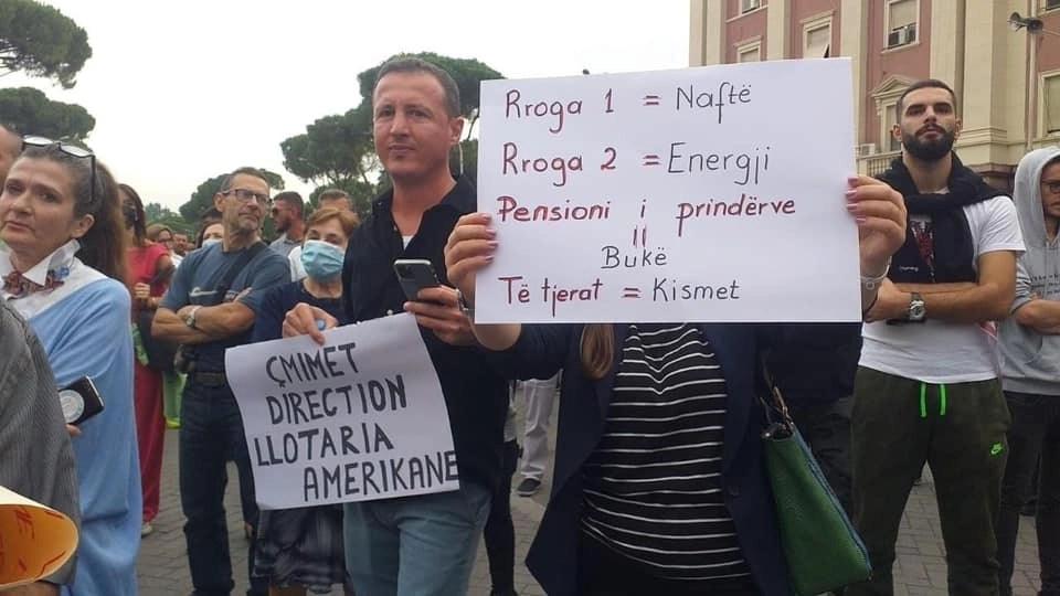 Protestë kundër rritjes së çmimeve në Tiranë!