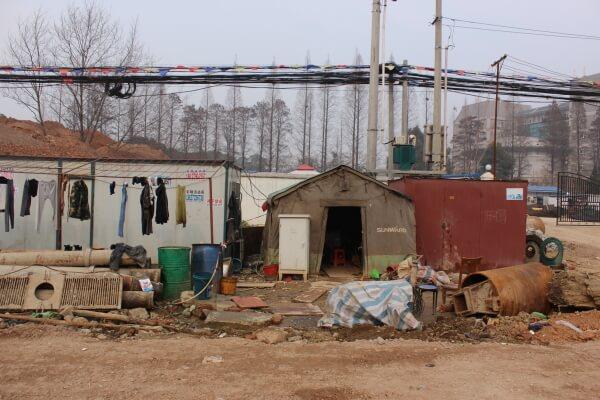 campamento-obreros-migrantes-china-1