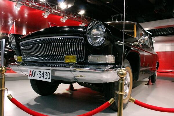 detalle-coche-lujo-chino-1