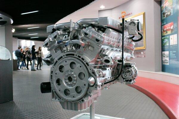 motor-coche-chino-lujo