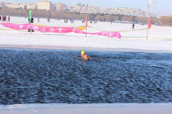 nadador-hielo-china-1