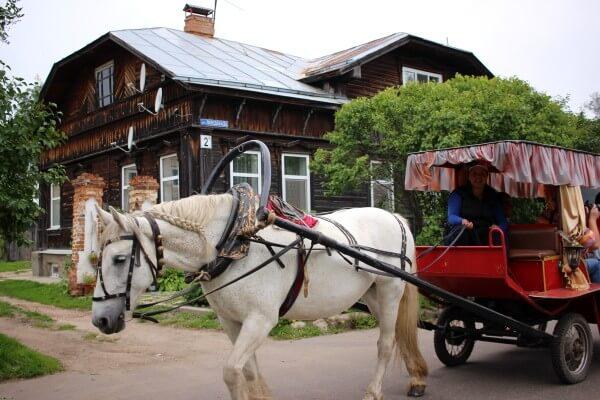 suzdal-casa-madera-carro-1
