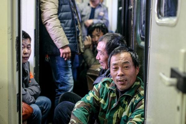 Recorriendo China en tren: el suplicio y el consuelo de regresar a casa por Año Nuevo