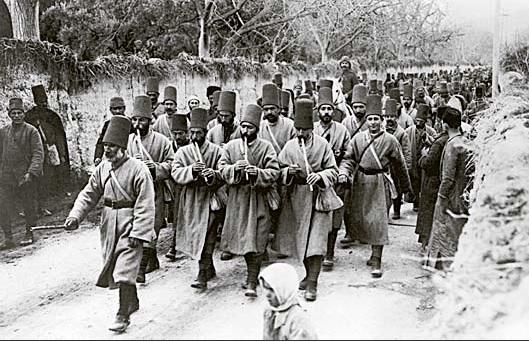 Tropas otomanas en la I Guerra Mundial  El Imperio otomano entró en la I Guerra Mundial al unirse, en octubre de 1914, a los denominados Imperios Centrales (Alemania y Austria-Hungría). Sus tropas lucharon contra las rusas en la cordillera del Cáucaso y contra las británicas en Oriente Próximo