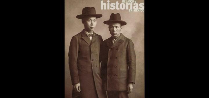 FOTOGRAFÍA ANÓNIMA, CHINOS PROPIETARIOS DE LAVANDERÍA, 1911. BIBLIOTECA DEGOLYER, UNIVERSIDAD METODISTA DEL SUR, EUA
