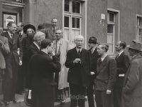 Theodor Heuss mit Journalisten 1945