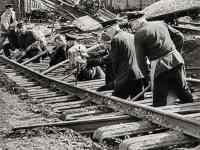 Reparatur zerstörter Bahngleise 1945