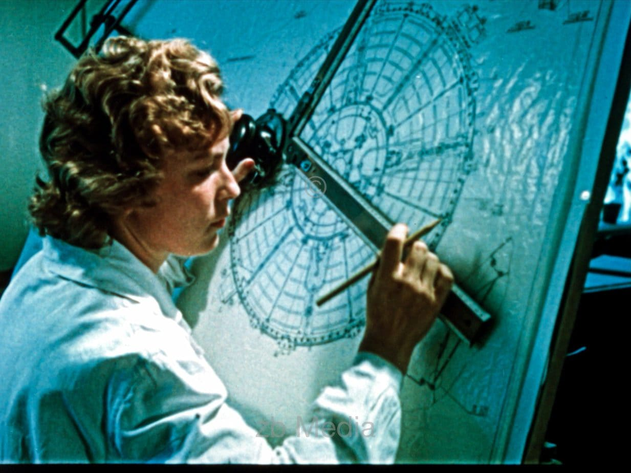 Konstrukteurin für Raumflugmission