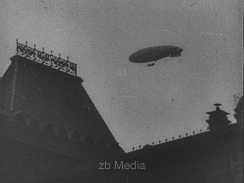 Zeppelin am Roten Platz Moskau