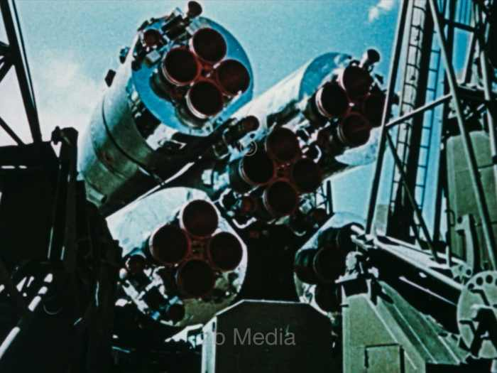 R7 Rakete, Transport zur Startrampe