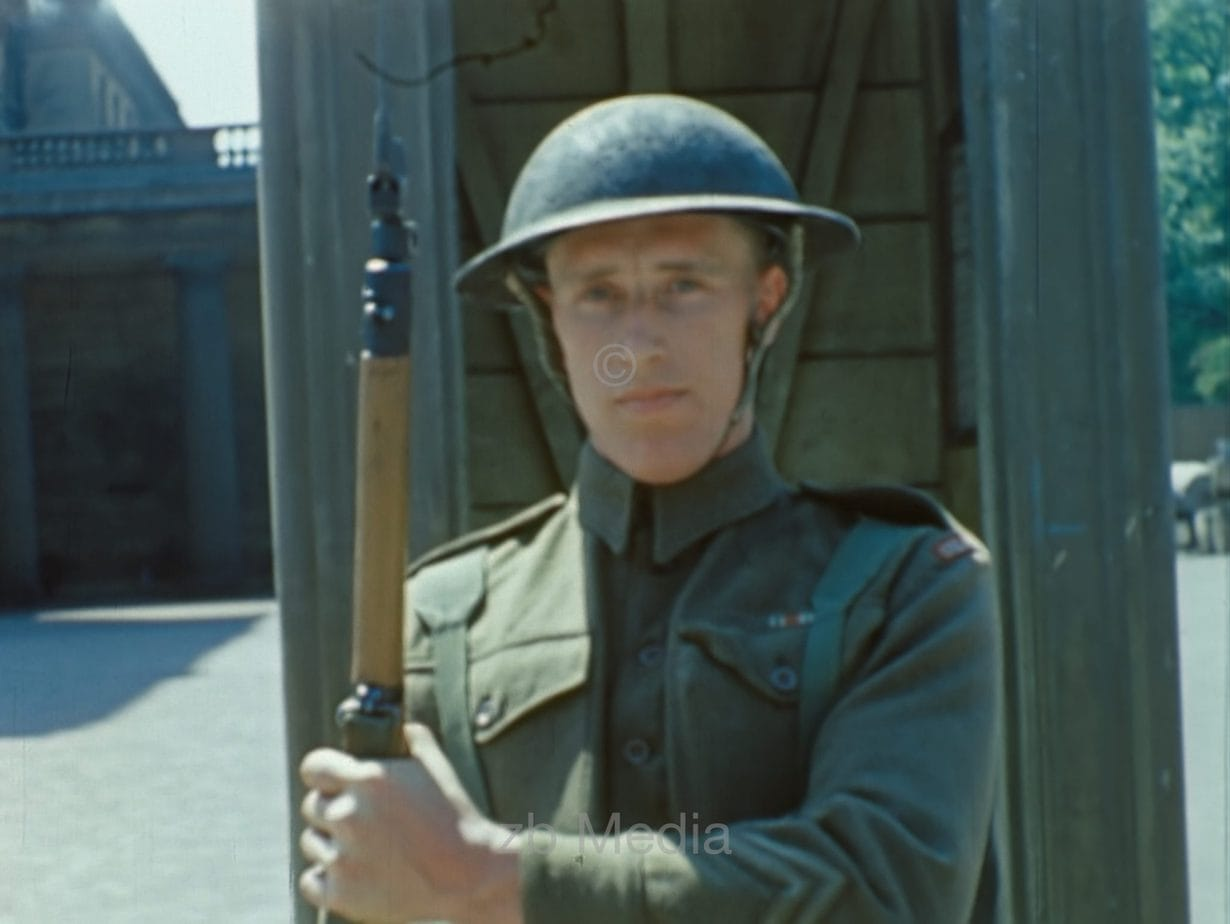 Wachsoldat am Buckingham Palace 1944
