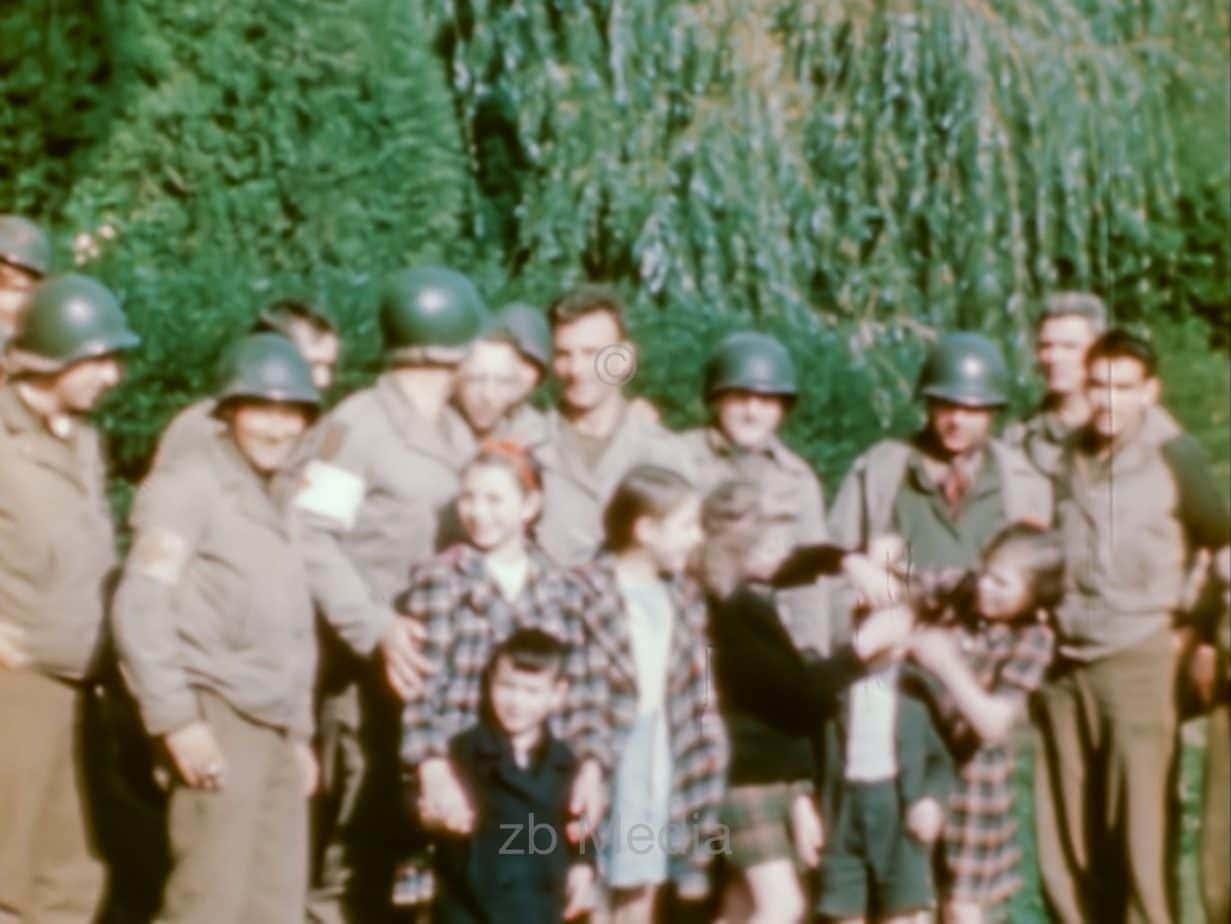 Kinder und US-Soldaten, Aachen 1944