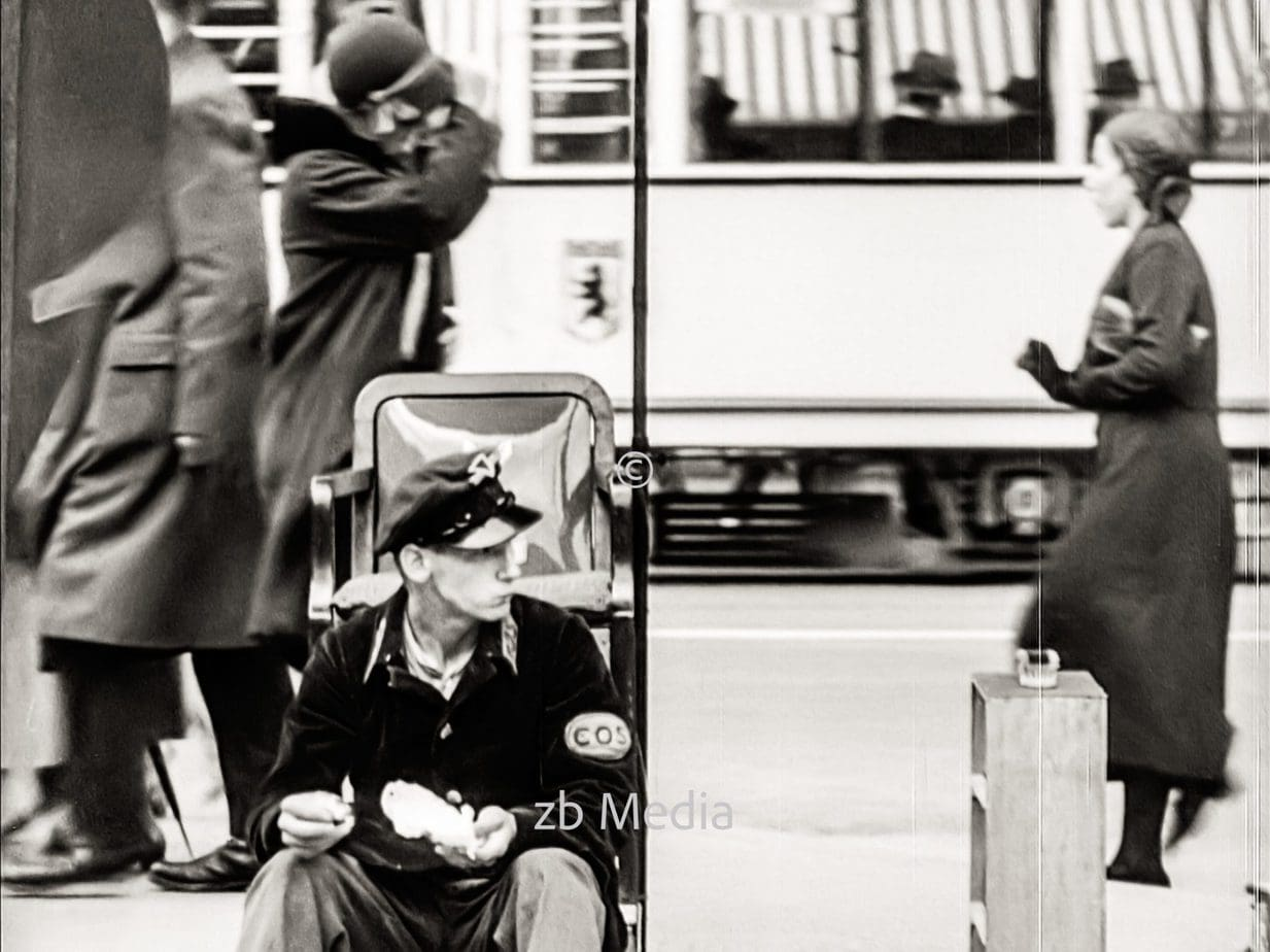 Passanten in Berlin 1930