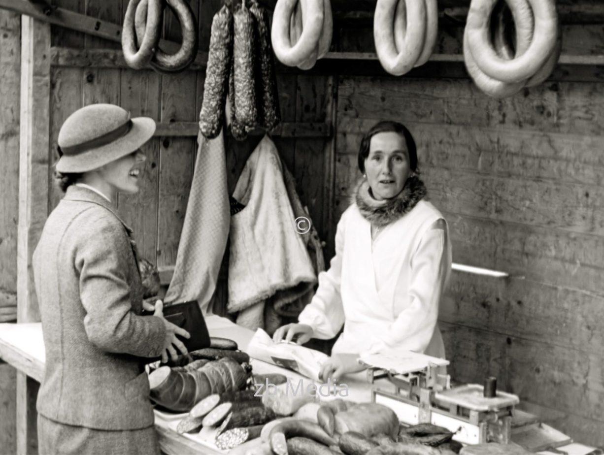 Frauen am Marktstand in Steingaden 1937.