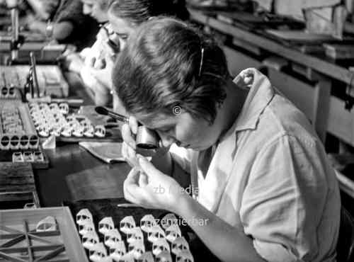 Arbeiter in der Leica Kamerafabrik Wetzlar 1937