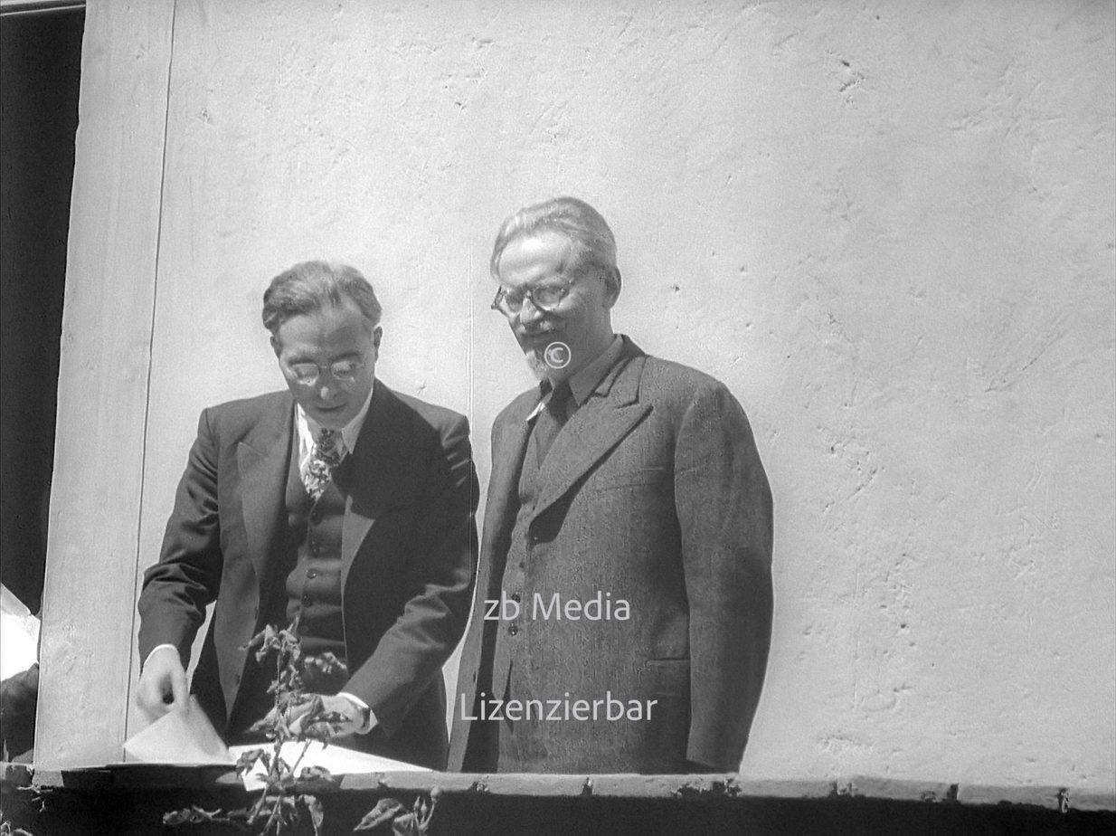 Leo Trotzki mit Albert Goldman